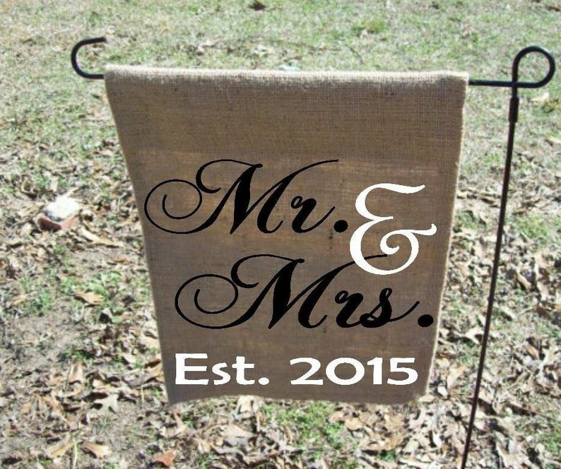 Exceptionnel Mr U0026 Mrs Personalized Garden Flag, Personalized Wedding Gift, Wedding  Present, Burlap Personalized