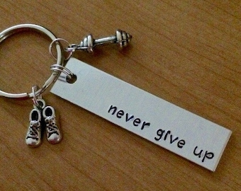 Never Give Up Keychain - Gym Gift - Motivational - Gifts for Her - Running - Weight Lifting - Yoga - Wellbeing