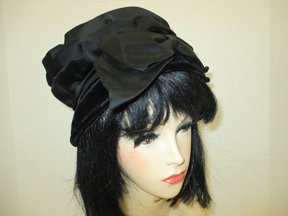 1960s black velvet hat, 60s hat, Midcentury hat, c