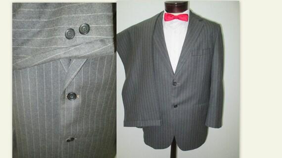 Mens Vintage 1970s suit, Gray pinstripe suit, vint