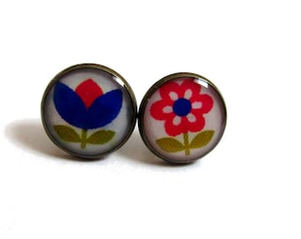FLOWER STUD EARRINGS - Floral Earrings - Flower posts - Flower jewelry - Plant jewelry - Girl jewelry - Girlfriend gift - Bue - Pink