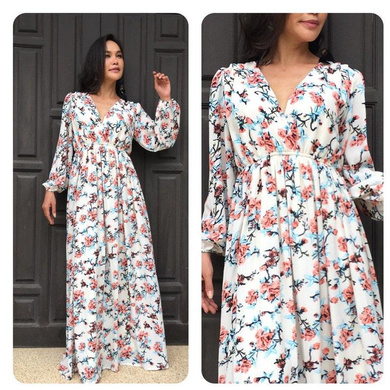 7f53e513cf7 Robe maxi longue robe fleurie blanche à manches longues en