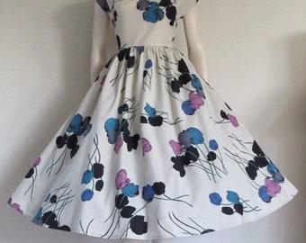 SALE Stunning  Vintage 50's Tulip Cotton Party Dress / Full Skirt / Small Medium