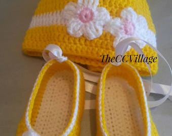 Easter Yellow crochet baby girl shoes and hat set, Crochet Baby Shoes and hat with white flowers