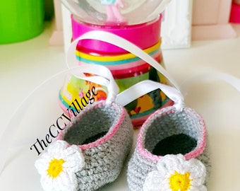 Grey crochet baby girl shoes, Ballerina Baby Shoes, flower white and yellow