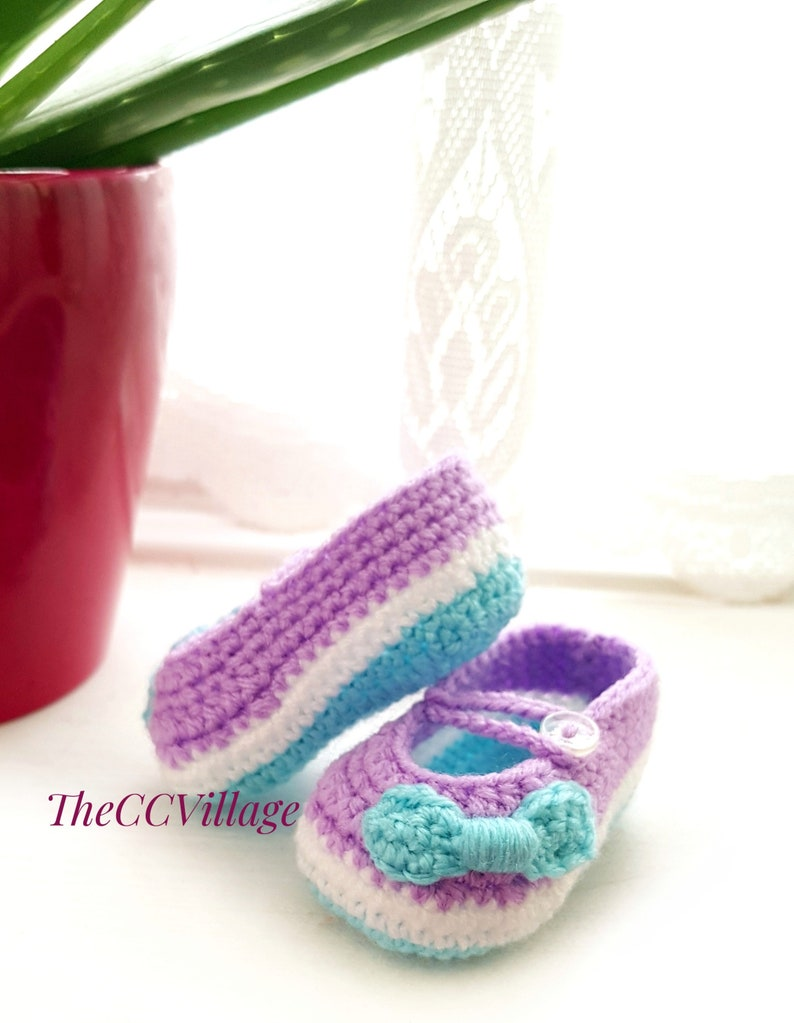 Colorful crochet baby girl shoes with a nice bow Newborn image 0