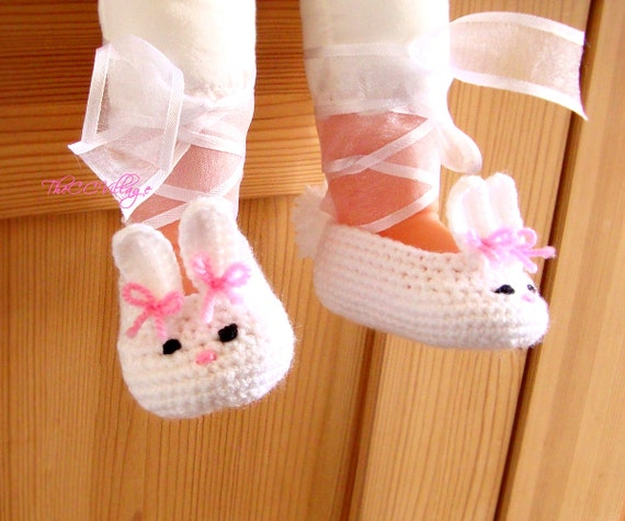 Crochet Bunny baby shoes personalized