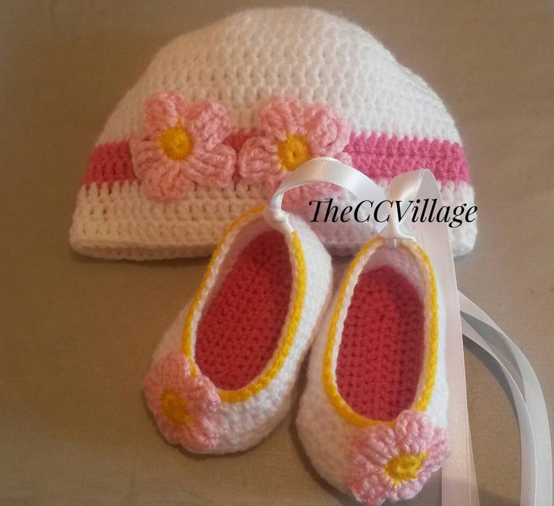 Crochet Baby Shoes and baby hat Baby clothes Crochet baby image 0