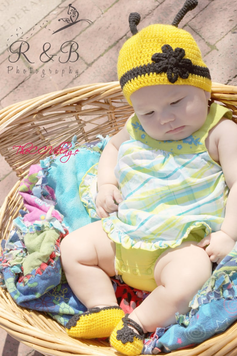 Yellow crochet bumble bee hat shoes set baby girl shoes and image 1