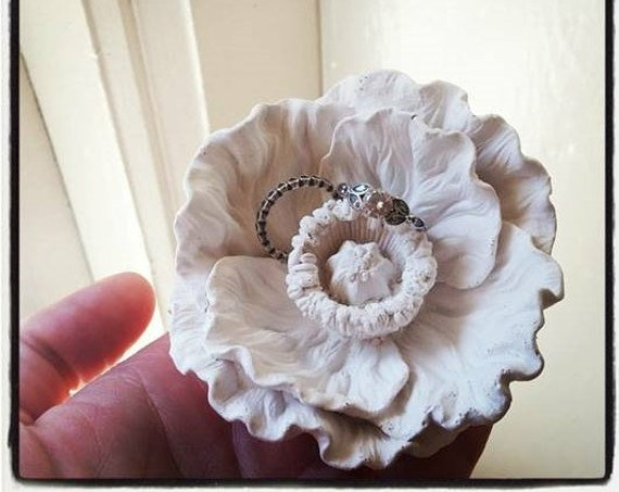 Flower ring dish, Poppy gift, Spring wedding ring dish, bridal party gifts, minimalist, floral decor, Summer wedding