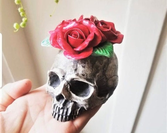Skull with roses, Halloween, skull statue, jawless skull, skull gift, floral skull decor, skull gift, FREE shipping