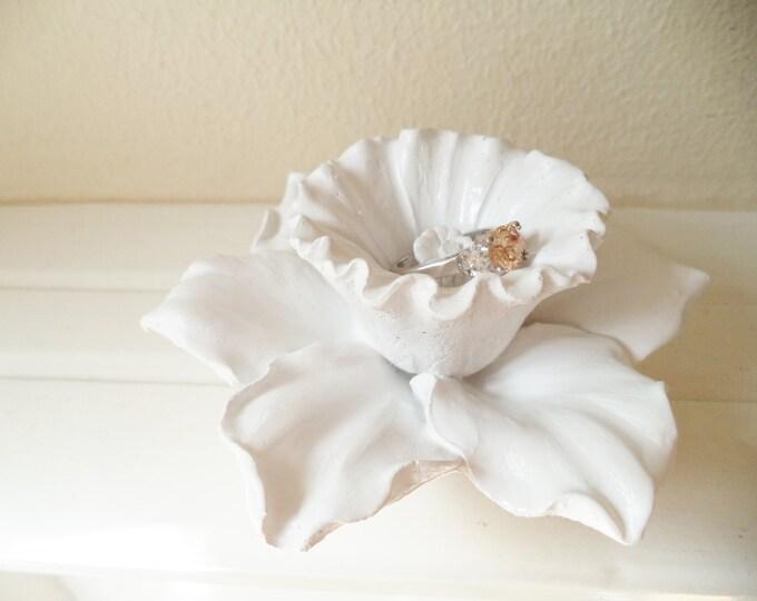 Flower ring dish, daffodil, minimalist flower sculpture, ring holder, Narcissus