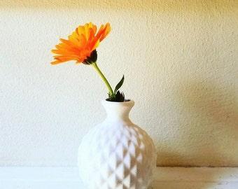 Hobnail bud vase, small vase, geometric pattern, simple white, desk planter
