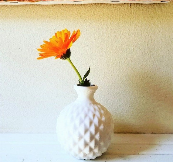 Hobnail bud vase, small vase, geometric pattern, simple white, desk planter