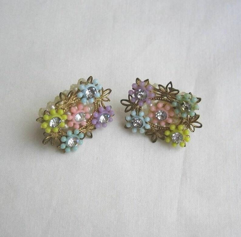 95106c7f1 Vintage flower earrings filigree plastic flower rhinestone | Etsy