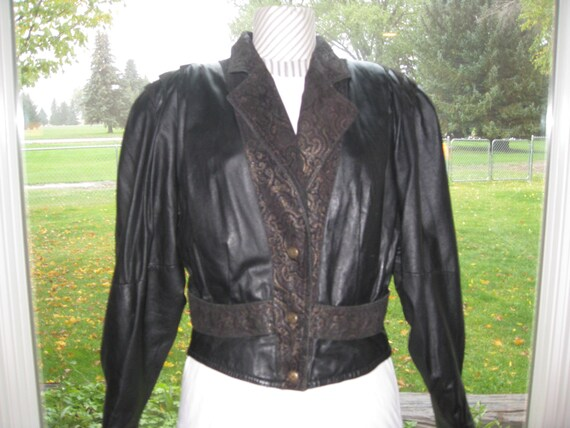 Vintage Womens Black Lined Neiman-Marcus Short Cropped Jacket Size SBlack Lined Wool Button Crop JacketSpecial OccasionDress Crop Jacket