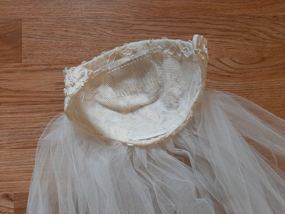 Mid Century Womens Ivory Beaded Lace Cap Tulle We… - image 5
