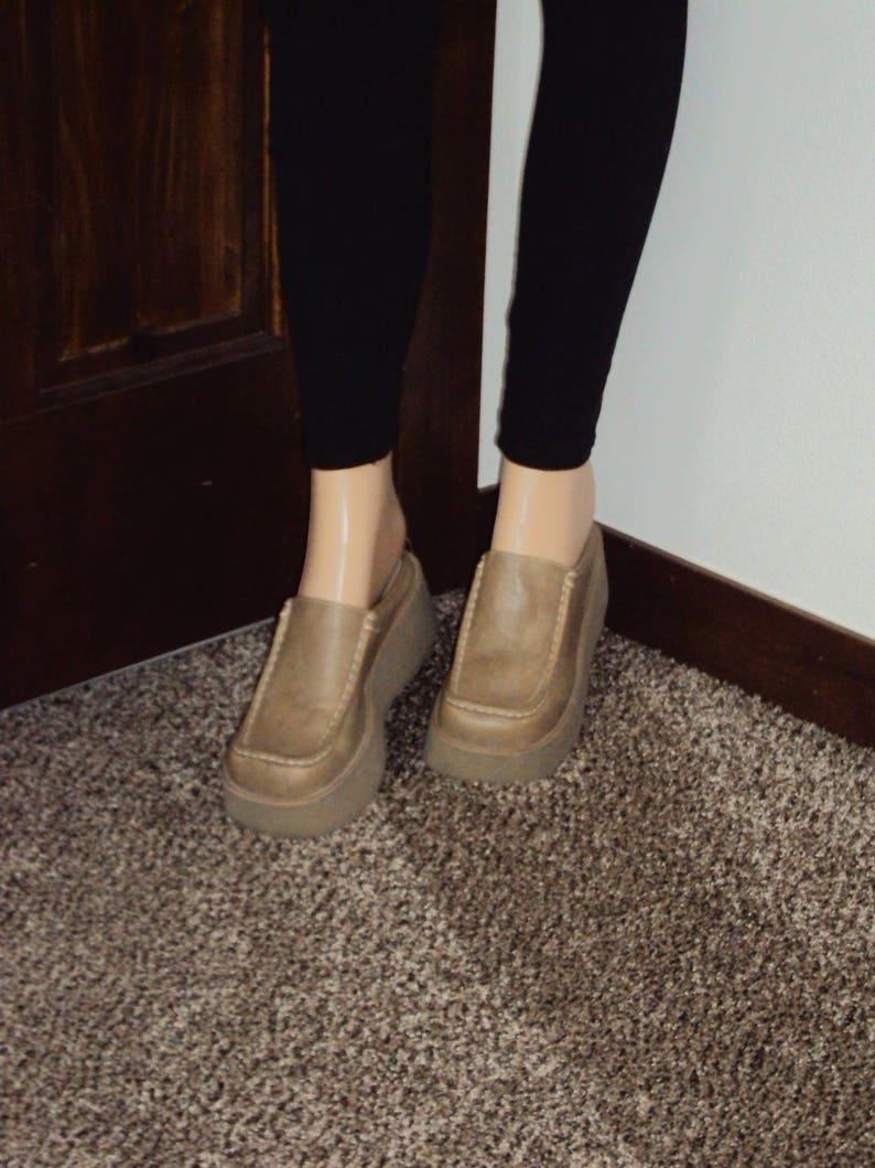 57cdf05a7d6f 1990s Womens l.e.i Camel Tan Faux Leather Platform Chunky Heel