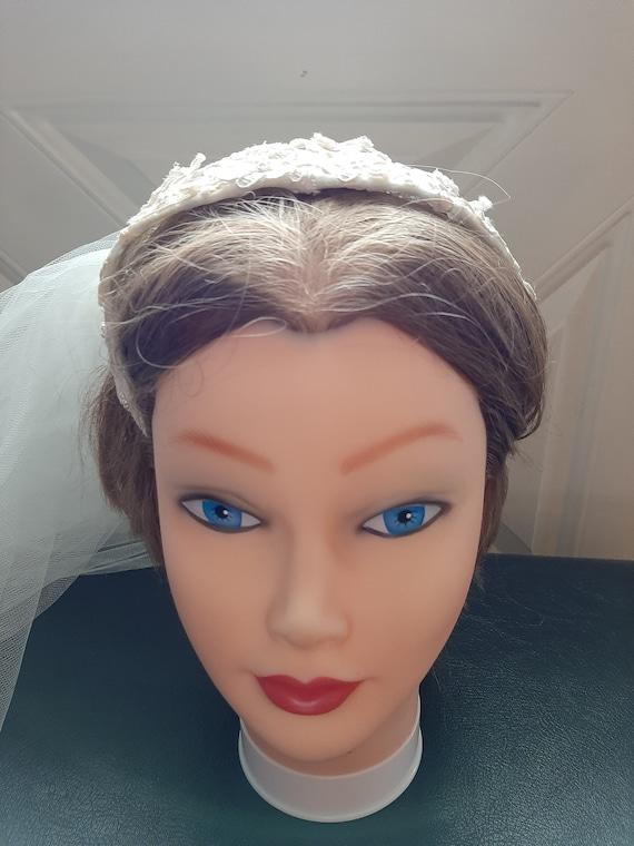 Mid Century Womens Ivory Beaded Lace Cap Tulle We… - image 10