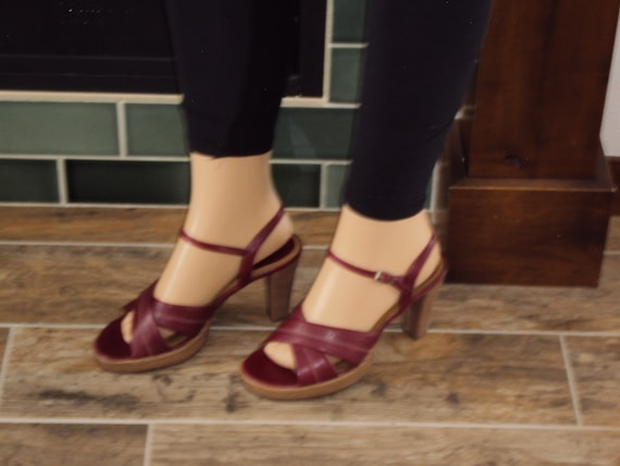 discount shop online retailer good texture 1980s-90s Womens Maroon/Oxblood Fioni Faux Leather Platform Strappy Stacked  Heel Sandals Size 8/Spring/Summer Strappy Heels/Platform Sandals