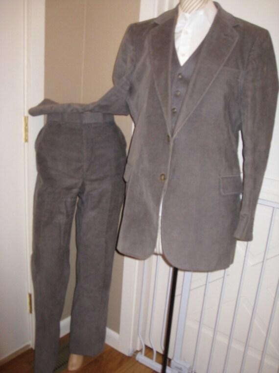 Vintage Mens Gray Corduroy 3 Piece Suit/ College H