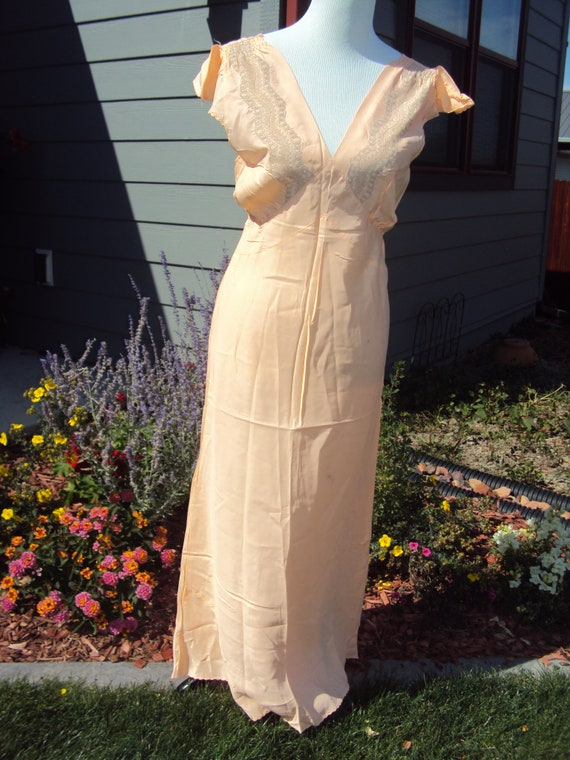 1930s-40s Peach/Penneys Rayon Nightgown Size 34/ R