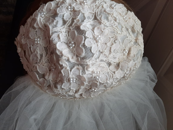 Mid Century Womens Ivory Beaded Lace Cap Tulle We… - image 2