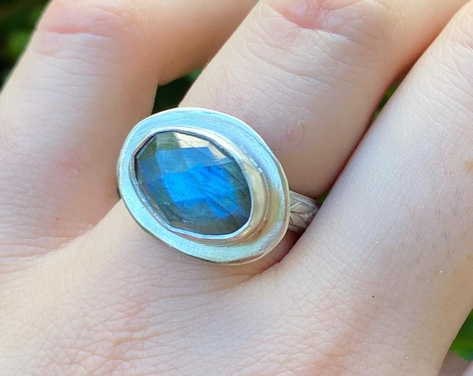 Labradorite Ring with Floral Band sz 6