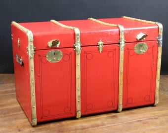 Red RC2475 curved trunk with key