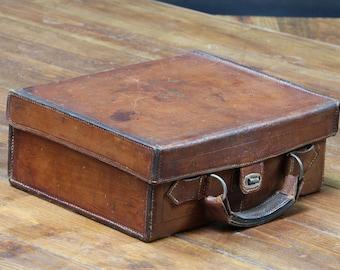 RV2257 Bandolier leather