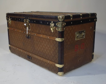 "R2167 trunk ""courrier"" to mark ""USA"""