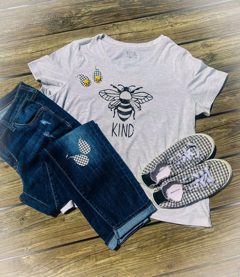 Bee KIND Vinyl Decal for T-Shirt 8x8 Black image 0