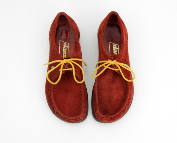 Vintage shoes // Dansko red suede leather lace up