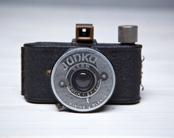 Vintage Camera Junka. Vintage Camera made in the mid-1930s .
