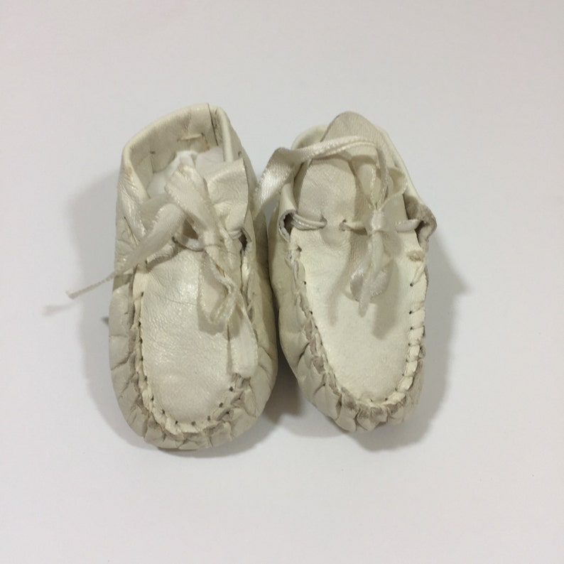 29507e6db7cad Vintage Leather Baby Shoes - Size 1 - Vintage Baby Moccasins - White  Moccasins - Leather Crib Shoes - 50's Baby Shoes - Vintage Moccasins