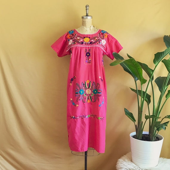 Vintage 1970s Fuchsia Mexican Floral Embroidered C