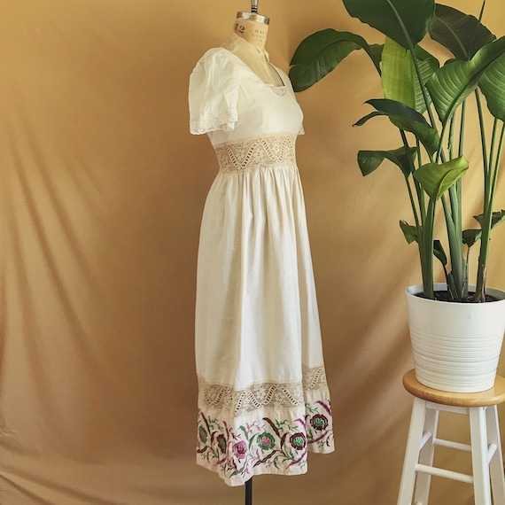 Vintage 1970s Floral Embroidered Neutral Cotton B… - image 3