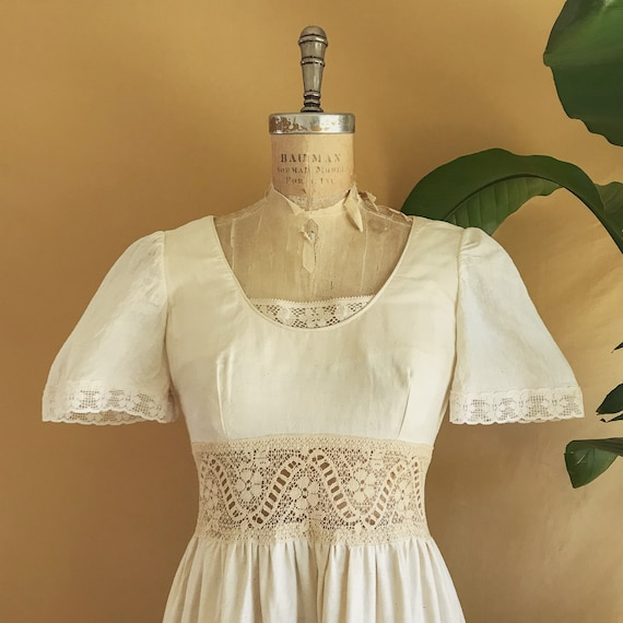 Vintage 1970s Floral Embroidered Neutral Cotton B… - image 2