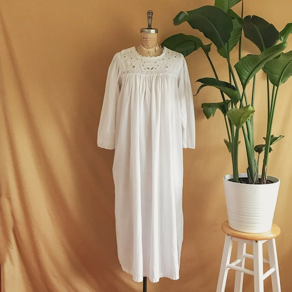 Vintage 1990s Does Victorian White Cotton Embroide