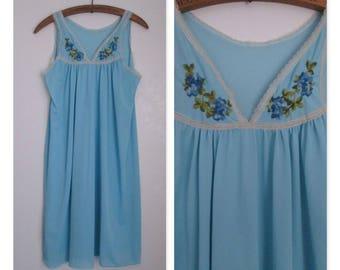 Glencraft Lingerie Vintage Blue Nightgown Floral Embroidery Nylon Size Large 1960's Made in USA