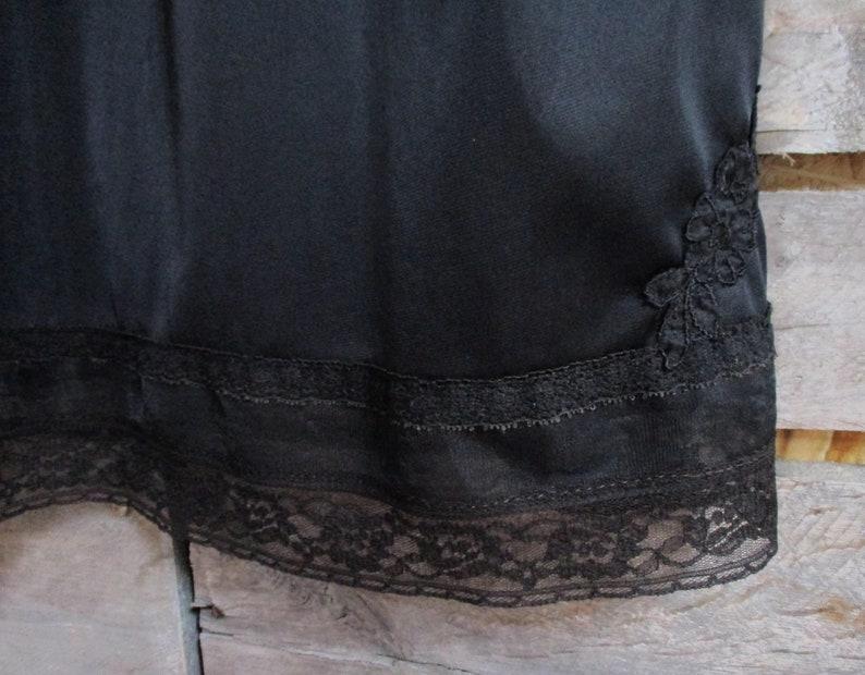 Size 42 Lorraine Quality Lingerie Vintage Pin-Up 1950/'s Black Lace Trim Full Slip