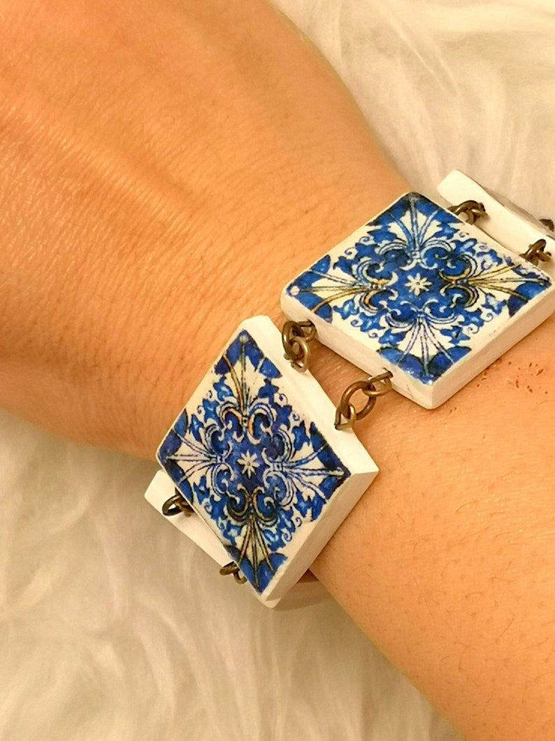 Original blue and white bracelete with six miniature tiles. image 0