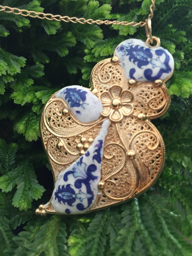 Filigree necklace heart of Viana gold finished. image 0