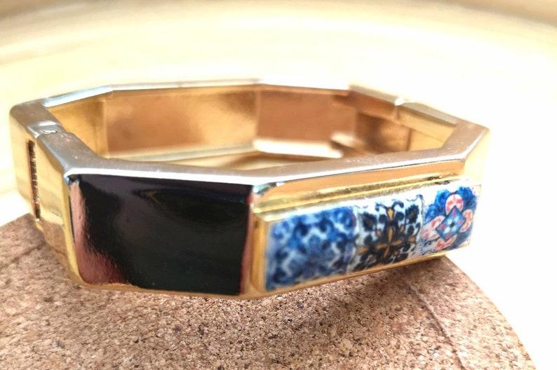 Elegant brecelet with metal base in gold finished and réplica image 0