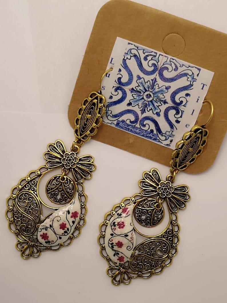 Golden Earrings  'Queen Earrings' with Portuguese image 0