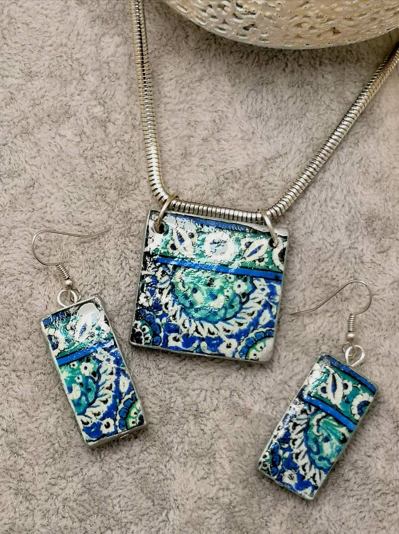 Beautiful and spring set of short necklace and earrings with image 0