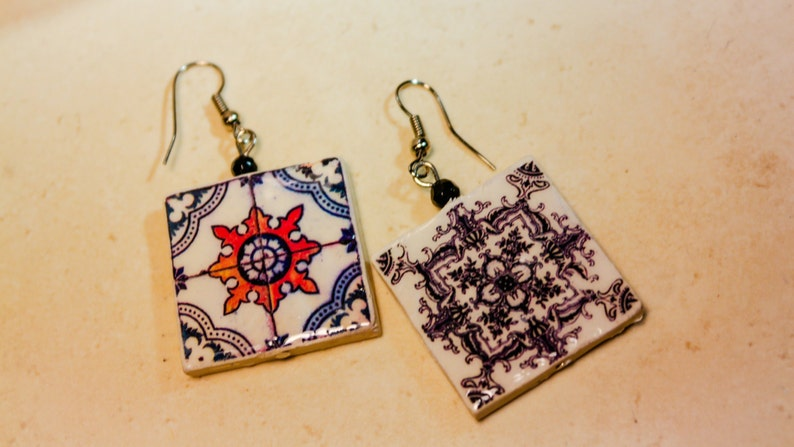 Large and light earrings with reversible tiles. image 0