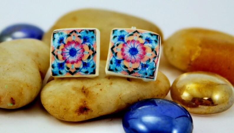 Small earrings with multicolored replica of Portuguese tile. image 0