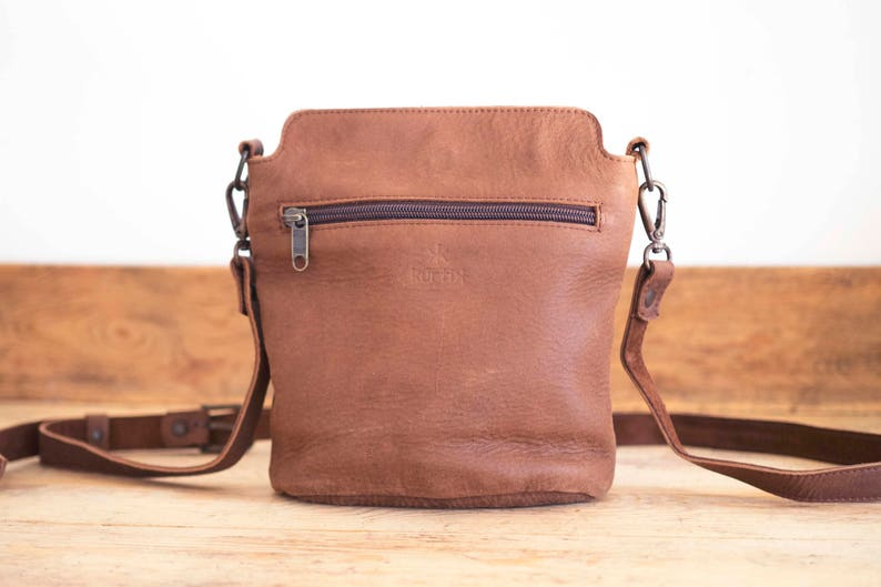 18b3d2b917b7e Pequeño bolso piel mujer    Bolso bandolera marrón    Bolsito