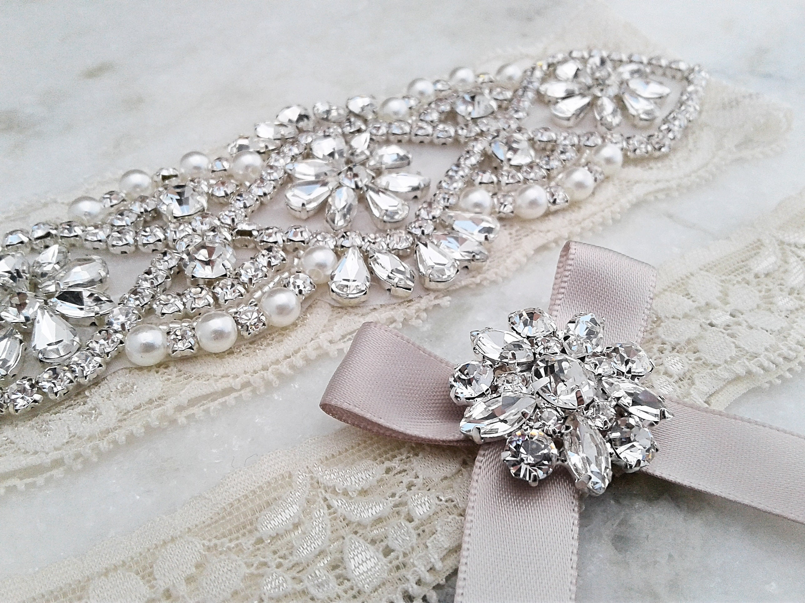 M/_RAC Womens 2 Piece Set White Ivory Lace Rhinestone Bridal Wedding Garters